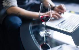 Aprende sobre vino: catas, talleres y charlas online