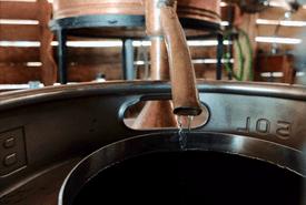 Más allá del pisco: el universo de los destilados peruanos