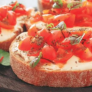 Brusquetas con tomate y albahaca