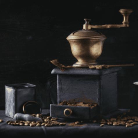 Moledora manual o molinillo tradicional de café. </div>