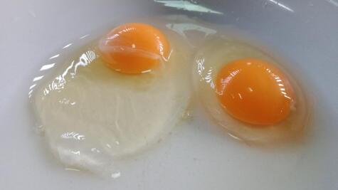 Claras y yemas muy bien definidas. Así son los huevos frescos.