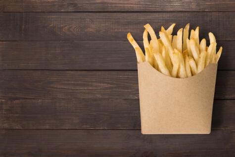 Las papas fritas se suelen hacer con aceites que contienen grasas trans.