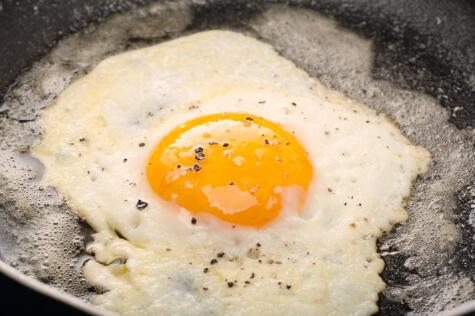 Usar mantequilla en vez de aceite: el resultado es una clara que no llegue a quedar crocante.