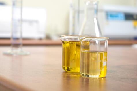 Un análisis de laboratorio indica el grado de acidez de un aceite de oliva. A menor acidez, mayor calidad.