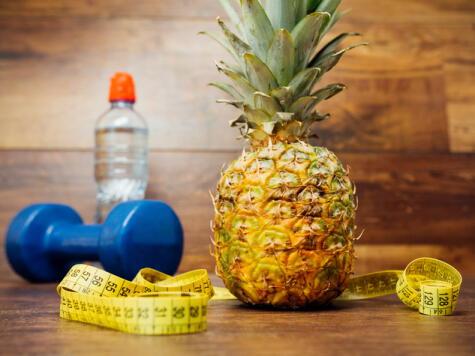 Por sus cualidades diuréticas y ser baja en calorías, la piña es muy buena para controlar el peso.