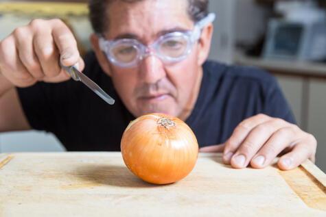 Los lentes parecen ser la mejor solución contra los gases de la cebolla que nos hacen llorar.