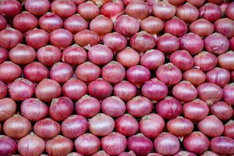 Cebollas sanas, bonitas, sin golpes ni raspones: así debes escogerlas para reducir su efecto lacrimógeno.