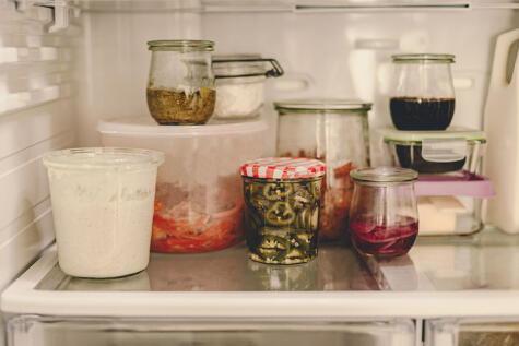Mantén tu comida en envases herméticamente cerrados para evitar malos olores y contaminación.