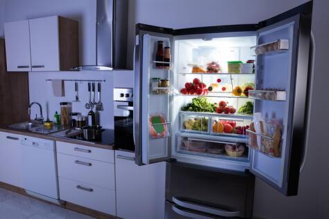 No dejes la puerta de la refrigeradora abierta. Esto daña los productos y desperdicia energía.