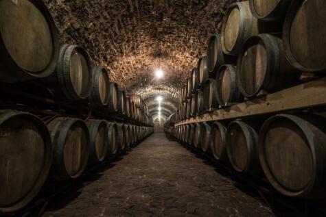 Las barricas aportan estructura al vino, pero no son absolutamente necesarias.
