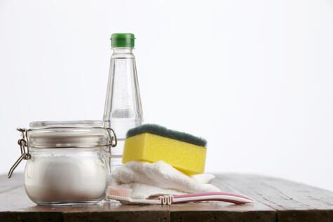 La combinación más efectiva de los remedios caseros: bicarbonato con vinagre (o limón).