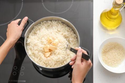 Un poco de mantequilla o aceite es clave para el graneado final.