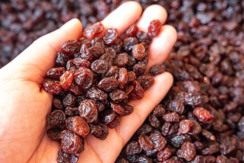 Las uvas pasas concentran los azúcares y propiedades nutricionales de las uvas frescas.