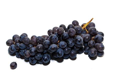 Las uvas negras se agrupan bajo el nombre de Borgoña, pero incluye otras variedades negras dulces.