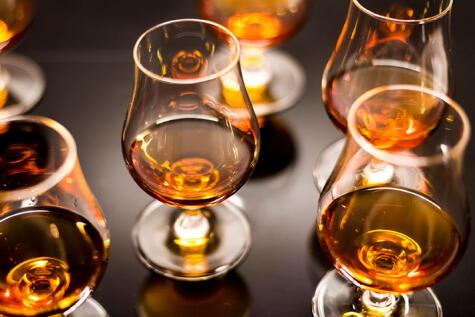 Los congéneres son responsables del sabor de las bebidas, pero también empeoran los efectos de la resaca.