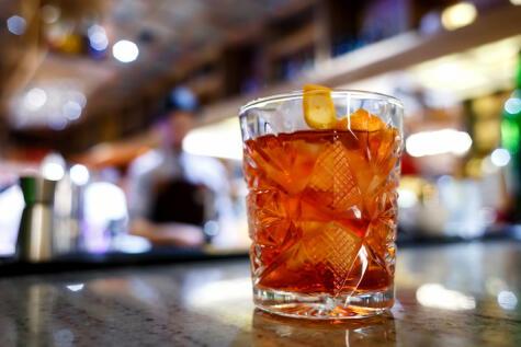 El negroni es un coctel clásico con una receta inamovible. Tiene variaciones, pero mantienen su esencia.