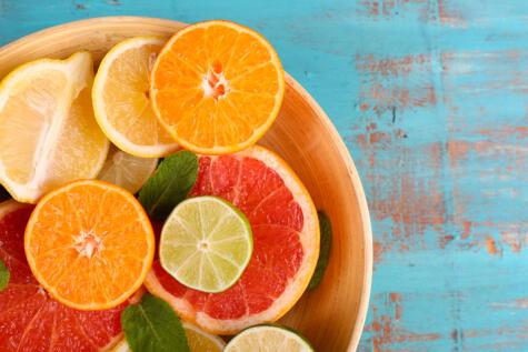 Los cítricos son una rica fuente de vitamina C, la cual fortalece el sistema inmunológico.