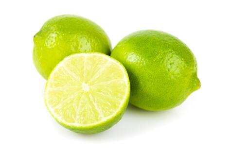 Busca siempre limones de buen tamaño y color parejo. Recuerda: cuando están amarillos, ya están maduros y pueden resultar torcidos.