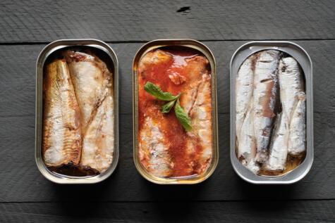 Tres tipos de conserva de sardina entera (sin cabeza ni cola).