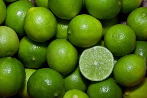 Este es el limón sutil tipo persa. Los más verdecitos son los que se usan para el cebiche.