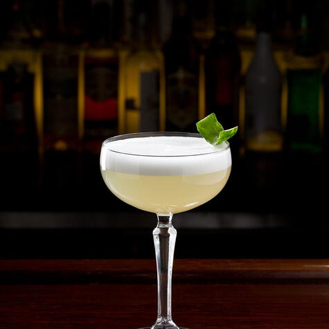 Elegancia y equilibrio en una copa. Si lo tomas del tallo, la bebida se mantiene fría.