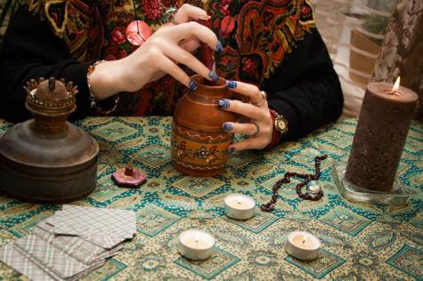 Las pociones afrodisíacas pueden tener distintos orígenes: desde la farmacéutica hasta los brujos.