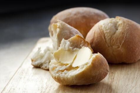Una comida humilde y nutritiva: pocos se resisten a un pan con mantequilla.