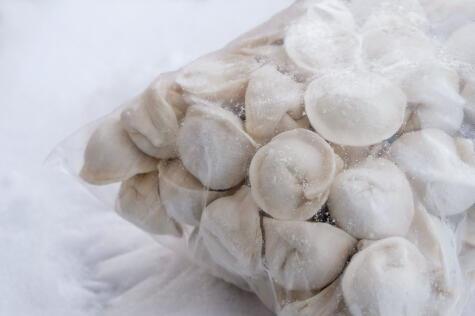 La pasta rellena se congela muy bien y se puede descongelar directamente en la olla con agua caliente.