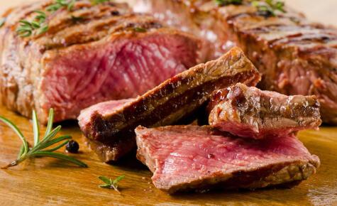 Una buena buena cocción mantiene los jugos y crea la costra y caramelización necesarias para darle sabor a la carne.
