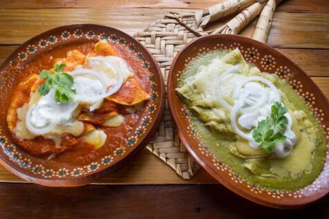 Las enchiladas llevan ese nombre porque son tortillas bañadas en salsa de chiles.