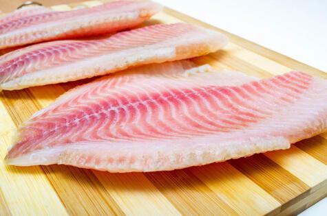 El filete de carne blanca también se usa para el sudado, pero se puede deshacer.
