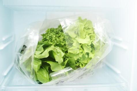 Las lechugas necesitan ventilación; por eso, nunca deben ir en bolsas o recipientes cerrados.