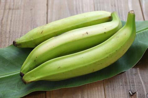 El plátano verde es el mejor para la fritura que necesita el patacón, porque queda crocante.