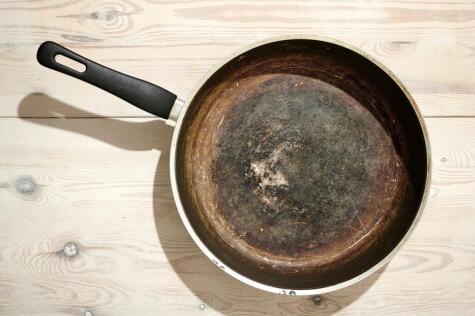 No es recomendable seguir usando una olla cuando ha perdido su capa una olla antiadherente.