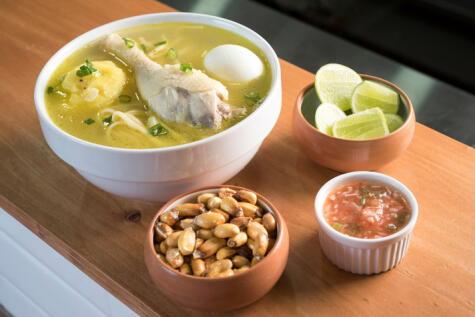 Si hay una sopa que une a todos los peruanos, ese es el caldo de gallina.