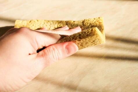 Los trapos y esponjas son terreno fértil para el cultivo de gérmenes y bacterias.