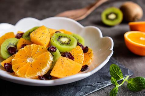 Su punto de dulzor la vuelve una fruta amable para consumir fresca.