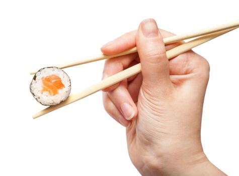El maki lleva nori (lámina de algas secas) en el exterior.