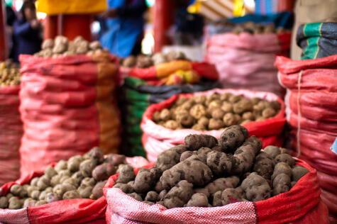En los mercados peruanos es común encontrar variedades de papas que difícilmente se encuentran en otros países.
