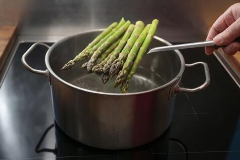 Una vez cocidos, deben ir directo a un recipiente con agua fría para cortar la cocción.