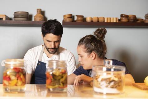 Con su esposo, Virgilio Martínez, han desarrollado un proyecto de vida vinculado a la excelencia gastronómica. (Foto: Ken Motohasi)