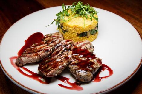 La carne fresca de alpaca ha ido ingresando poco a poco al mercado de restaurantes de las ciudades.