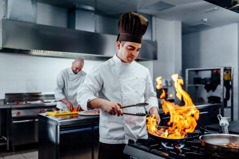 Las cocinas industriales botan un fuego intenso, pero consumen más gas.