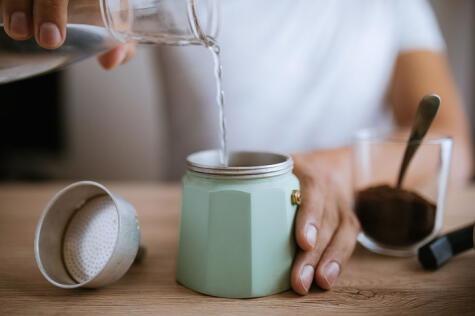 La mejor agua para el mejor café: si es filtrada, sea e casa o comercial, mejor.