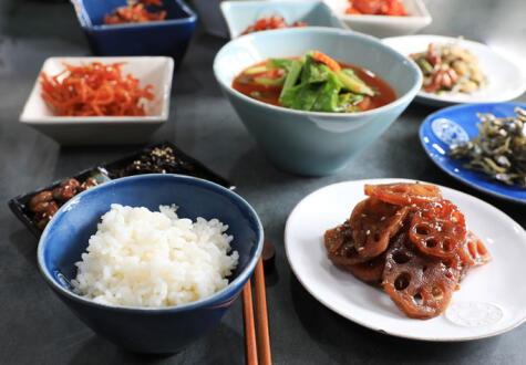 Como el arroz, las guarniciones siempre están presentes en la cocina coreana.