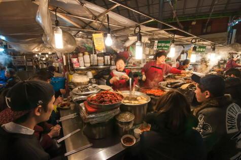 Los mercados son puntos de encuentro donde se encuentra para probar auténtica cocina coreana.