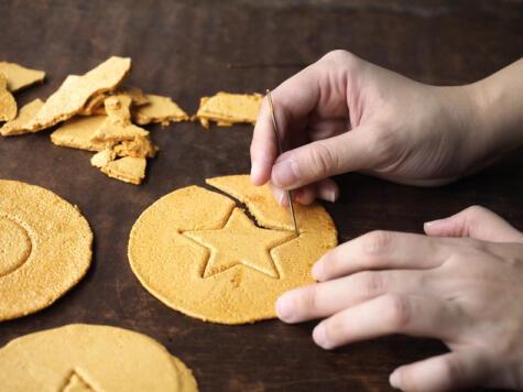 Estos dulces tradicionales combinan la golosina, el azar y el dulce placer del juego infantil.