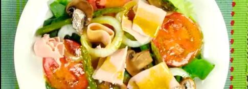Ensalada de espinaca, pavo y champiñones