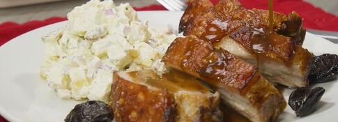 Chancho al horno con ensalada de papa (VIDEO)